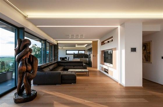 Společenskou část tvoří v přízemí kuchyň, jídelna a obývací prostor.
