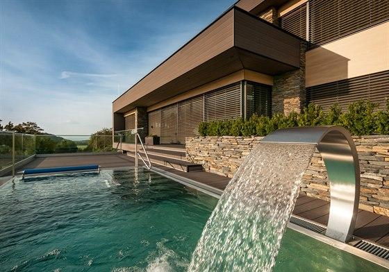 Bazén byl koncipován jako relaxační, se čtyřmi vodními atrakcemi.