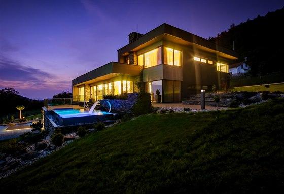 Veškeré osvětlení domu je pořízeno pouze v LED technologii, což se pozitivně projevuje na spotřebě elektrické energie.