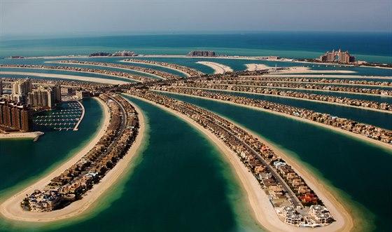 Palmový ostrov. U pobřeží v Dubaji už stojí tři.