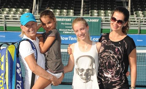 Martina Navrátilová, Julia Lemigovová a její dcery Emma a Victoria (Delray Beach, 23. listopadu 2014)