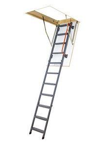 P�dn� schody FAKRO pro v� pohodln� p��stup do podkrov�
