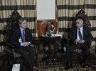 Ministr obrany Martin Stropnický při jednání s afghánským viceprezidentem Abdulem Rashidem Dostumem.