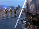 Nehoda kamion� na d�lnici D2 u slovensk�ch hranic (15. prosince 2014)