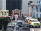 Dělníka v Radotíně zavalil několikatunový náklad, muž na místě zemřel.