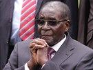 Robert Mugabe se v posledních letech potýká se zdravotními obtížemi. Začíná se spekulovat o jeho nástupci.