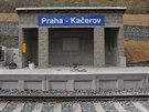 Nov� �elezni�n� zast�vka na pra�sk�m Ka�erov�.