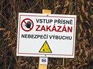 Kolem ohnisek výbuchů v muničním skladu ve Vrběticích je stanoven téměř čtrnáctikilometrový okruh, který střeží policisté i armáda. (8. prosince 2014)