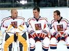 PARŤÁCI. Tomáš Vokoun, Jaroslav Špaček, Martin Straka a Vladimír Růžička na snímku z  roku 2004, kdy se fotil tým před domácím MS v Praze.