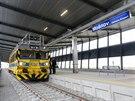 Koleje nov� vedou a� k leti�ti v Mo�nov�, do dubna v�ak budou po trati jezdit jen testovac� vlaky. (16. prosince 2014)