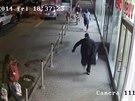 Lupiči uprchli z parkoviště u hostivařského nákupního centra s kufrem plným peněz směrem k sídlišti Práče