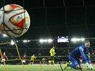 G�L Spar�ansk� brank�� Marek �t�ch inkasuje g�l z penalty v utk�n� Evropsk� ligy na h�i�ti Young Boys Bern.