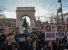 Přes deset tisíc lidí demonstrovalo v centru Washingtonu proti policejnímu násilí vůči černochům (13. prosince 2014)