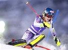 Mikaela Shiffrinov� ve slalomu v Aare.