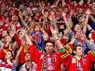 Fanoušci hokejových Pardubic při derby v Hradci Králové