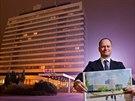 Ředitel developmentu skupiny CPI Property Group Igor Klajmon ukazuje, co bude stát místo hradecké dominanty Černigov. Bude to nový hotel a kongresové centrum (9.12.2014).