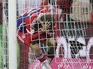 Thomas Müller (vpravo) z Bayernu Mnichov jakoby nemohl uvěřit, že právě vstřelil gól Freiburgu.