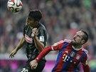 Franck Ribéry (vpravo) z Bayernu v souboji s Marcem-Oliverem Kempfem z Freiburgu.