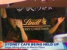 Rukojmí v kavárně v centru Sydney drží ve výloze arabský nápis.