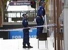 Policie vyšetřuje před kavárnou (16. prosince 2014)