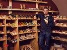 """""""Risk to samozřejmě byl a obchod byl první rok ve ztrátě. Kamenný obchod funguje úplně jinak než e-shop a my jsme se učili a stále se učíme, jak ho provozovat co nejlépe,"""" říká o podnikání s čokoládou Lukáš Tyl"""