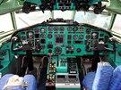 Prezidentský speciál Tupolev Tu-154M, kterým létal Václav Havel, je zachován do posledního detailu. Pohled do pilotní kabiny.