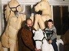 Nejnovějším přírůstkem největšího betlému na světě řezbáře Jiřího Halouzky složeného z postav v životní velikosti je skupina koní. Vyřezaná je z topolů, které stály u pardubického dostihového závodiště.
