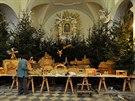Betlémem zabírajícím plochu více než 40 metrů čtverečných se mohou chlubit v kostele svatého Tomáše Becketa v Mohelnici. Autorem vyřezávaného mechanického betlému je řezbář Josef Nedomlel ze Starého Města u Bruntálu, po jeho úmrtí v roce 1990 se práce ujal syn František. Ten každým rokem vyrábí nové pohyblivé figurky.