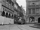 V roce 1981 byl stav domů na náměstí tak tristní, že tramvaj kolem nich musela projíždět prázdná.  Cestující museli v Moskevské ulici vystoupit, projít pěšky přes náměstí Bojovníků za mír, v ulici 5. května zase mohli nastoupit.