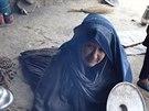 Tradiční příprava jídla v oblasti Zaré, kde žijí hlavně Uzbekové (Afghánistán, 26. listopadu 2014).