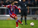 GÓL. Thomas Müller z Bayernu Mnichov posílá míč z penalty do brány CSKA Moskva.