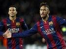 ANO, MŮŽETE MĚ OBDIVOVAT. Barcelonský Neymar oslavuje gól proti Paris St. Germain.