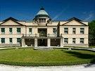 Ervín a Oto Mandelíkovi oslovili architekta Jana Kotěru, aby jejich rodině postavil v Ratboři reprezentativní sídlo.