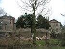 Chátrající ruina se dočkala své záchrany až v roce 2000.