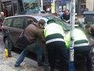 auto blokuje tramvaje v Praze na Smíchov�