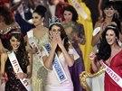 Miss World 2014 vyhrála Rolene Straussová z Jižní Afriky (uprostřed), druhá skončila Maďarka Edina Kulcsárová a třetí Američanka Elisabeth Safritová.