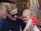 Zara Phillipsová a její dcera Mia Grace (Minchinhampton, 3. srpna 2014)