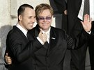 David Furnish a Elton John uzav�eli registrovan� partnerstv� ve Windsoru 21. prosince 2005.