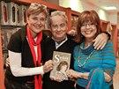 Marie Retková, Alexander Hemala a Marie Tomsová na křtu knihy Saskie Burešové (13. listopadu 2013)