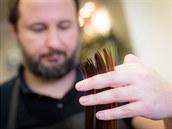 Konečky je potřeba občas zastřihnout, aby se mohly zregenerovat, doporučuje kadeřník.