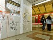 V místech, kde se na nástupi�ti metra And�l staví bezbariérový vstup, vznikla...