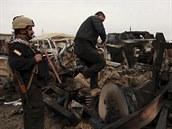Kurd�tí bojovníci v jedné z dobytých vesnic, které získali b�hem své poslední...