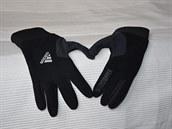 Mějte teplé ruce v materiálu s funkcí windstopper.