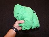 Bunda od GORE není žádný drobeček, ale i tak nezabere v batohu příliš mnoho místa.