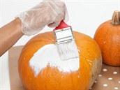 Dýně stačí očistit  a natřít syntetickou vrchní barvou.