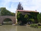 Jeden z nejčastějších pohledů: most a domek.