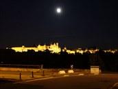 Hrad Carcassonne se majestátně tyčí nad městem, je nádherný, obrovský a hned jak projdete hlavní bránou, připadáte si jako ve Zlaté uličce na Hradčanech.
