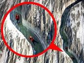 Dva �výcar�tí dobrodruzi sjeli mrazivou �eku v nejv�t�ím alpském ledovci...