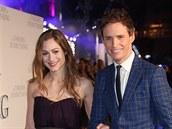 Hannah Bagshawe a Eddie Redmayne na premié�e filmu Teorie v�eho (Londýn, 9....