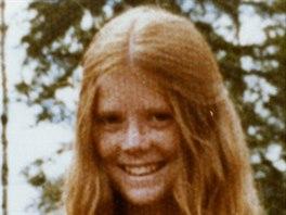 Colleen Macmillenová na nedatovaném snímku. V roce 1974 byla zavražděna v 16 letech, když se vydala stopem ke své kamarádce.